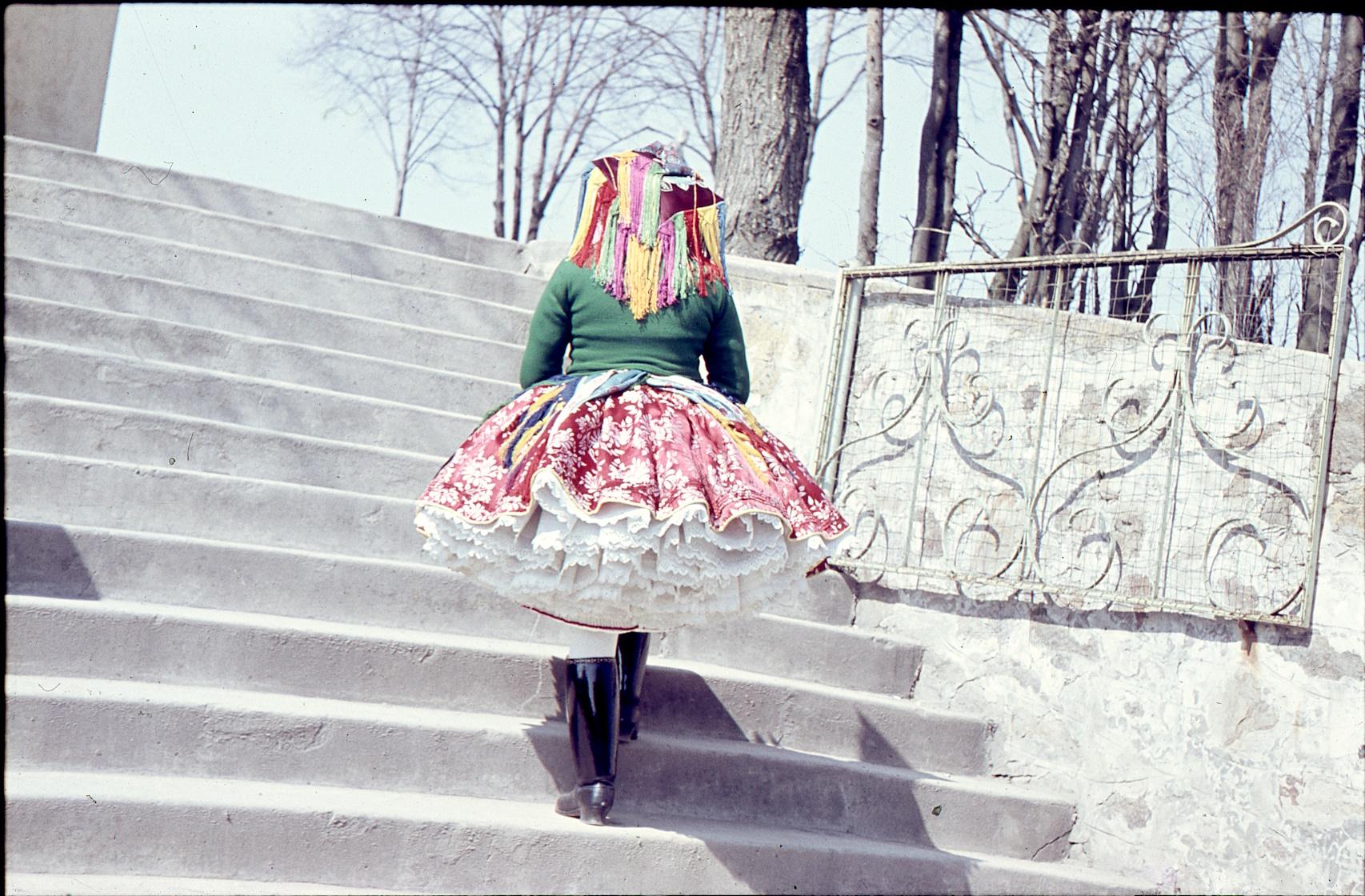 Élő népviselet  - lépcső